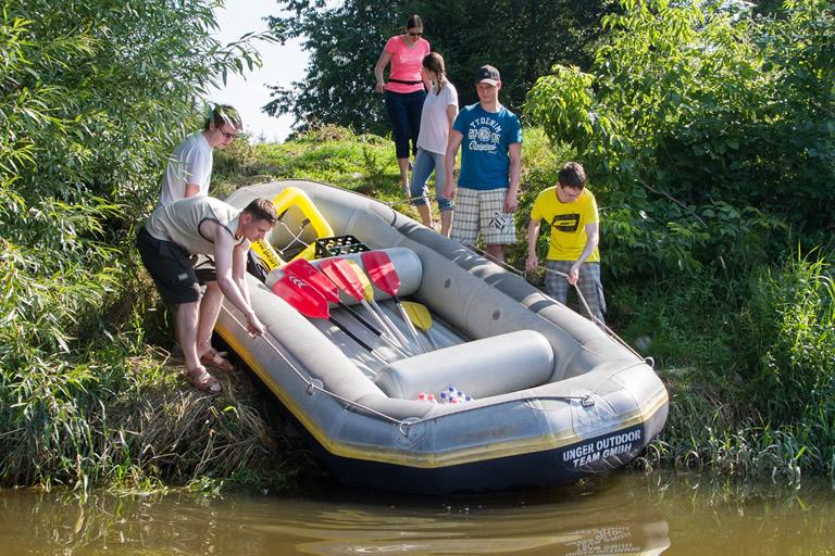 Firmenausflug 2014, Paddeln - Boot zu Wasser