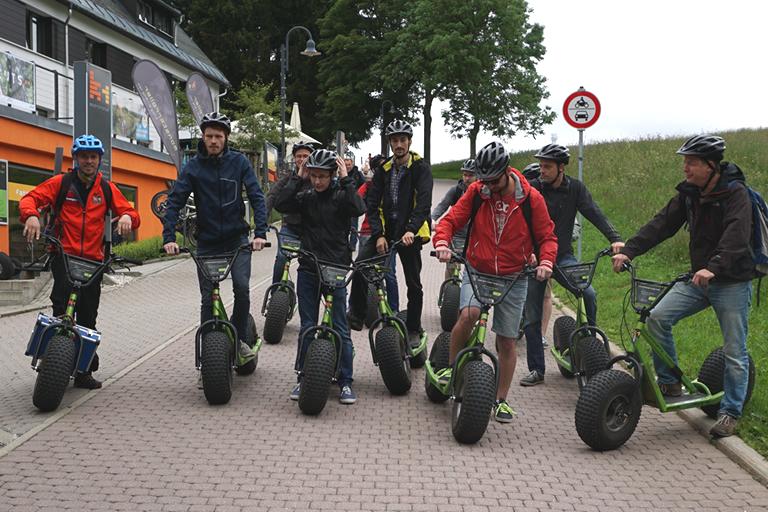 Firmenausflug Oberwiesenthal - Monsterroller, wir starten