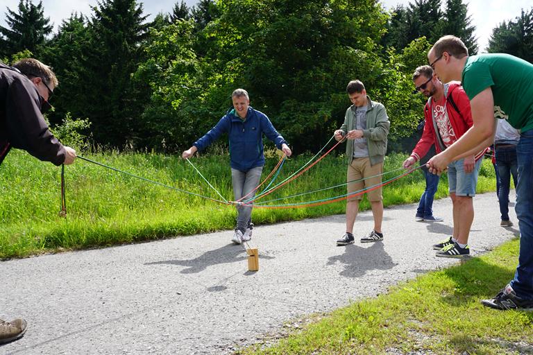 Firmenausflug Oberwiesenthal - Monsterroller, Spannung bei Team 2