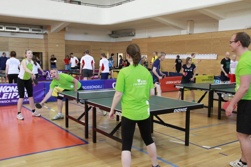 Einspielen beim 7. Leipzig Tischtennis Firmen-Cup