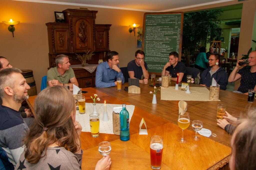 Gruppenbild beim Essen